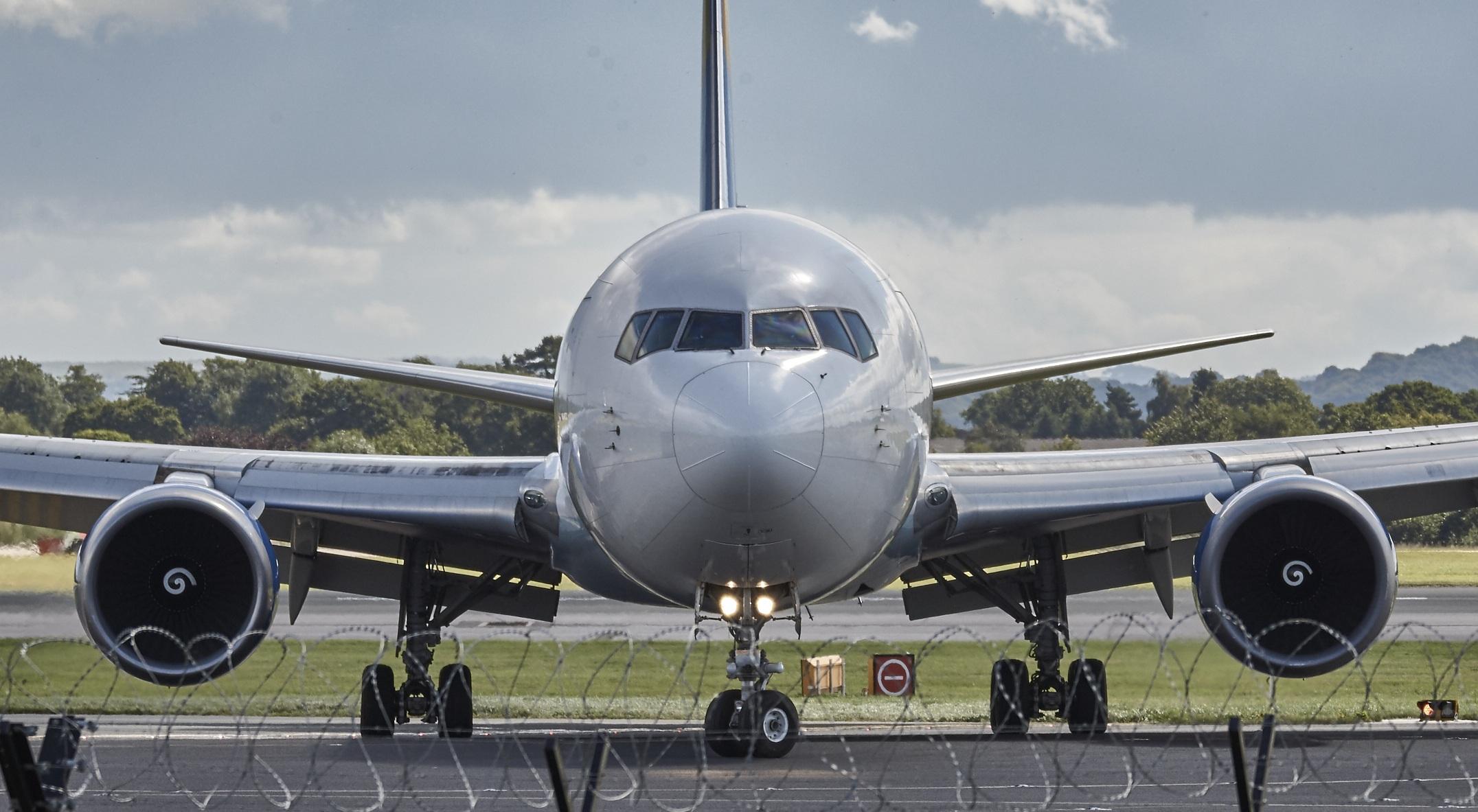 aircraft manchester jet fly
